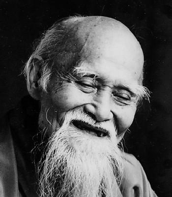 Aikido wurde von Morihei Ueshiba (14.12.1883 – 26.04.69) in Japan entwickelt.